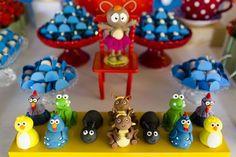doces modelados em forma dos personagens da galinha pintadinha para festa infantil.