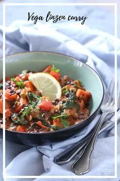 Dit recept is een heerlijke vegetarische linzen curry, makkelijk en snel te maken! #recepten #linzen #curry #linzencurry #vegetarisch #vegan #plantaardig #vega Lunch Recipes, Meat Recipes, Vegetarian Recipes, Dinner Recipes, Cooking Recipes, Healthy Recipes, Healthy Food, Vegan Diner, Curry Kitchen