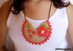 #Collar #babero color coral de #crochet por DIDIcrochet en Etsy,