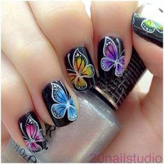 16 Impresionantes Diseños de Uñas Mariposas - Manicure