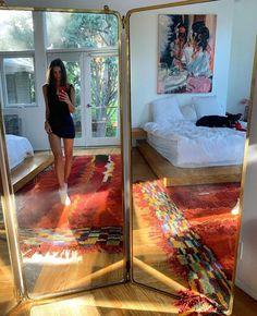 Emily Ratajkowski Loft, Emily Ratajkowski Apartment, Uni Room, Mood, House Rooms, Home Living Room, Decoration, Bedroom Decor, House Styles