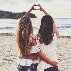 Like and tag your bestie! @aspiredelegance #bestie #bestfriend #heart #love #bffl #bff #beach #sunset