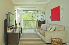 Sala de estar simples e pequena com decoração aconchegante