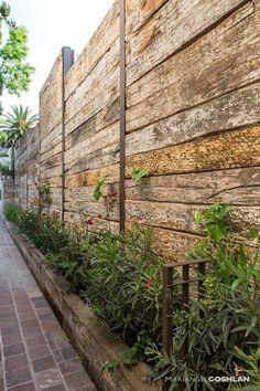 Hinterhof Garten diy 19 backyard fences that your neighbors wish to copy, fences Backyard Fences, Garden Fencing, Backyard Landscaping, Walled Garden, Rustic Gardens, Fence Design, Small Gardens, Indoor Garden, Wooden Fences