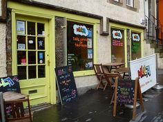 Hula at the Grassmarket. Fancy a smoothie? Go to Hula :) http://www.hulajuicebar.co.uk/