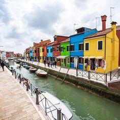 Have a colorful sunday..  Renkli Mutlu Pazarlar.  #Burano #Venezia #Italy #venedik by onthere