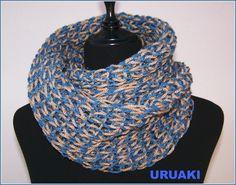 Bufanda muy larga en dos colores.  Tu chico estará muy guapo con ella y tú se la podrás pedir prestada. ;)