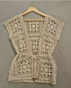 Fabulous Crochet a Little Black Crochet Dress Ideas. Georgeous Crochet a Little Black Crochet Dress Ideas. Pull Crochet, Gilet Crochet, Crochet Vest Pattern, Crochet Shirt, Crochet Jacket, Crochet Cardigan, Diy Crochet, Crochet Doilies, Crochet Top