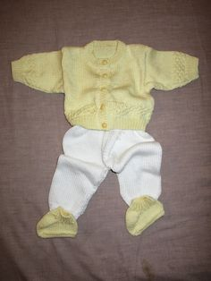 Conjuntinho amarelo e branco | Calças, Casaco e Botinhas