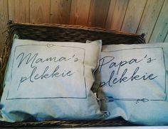 Kussens van 100% leuk Throw Pillows, Bed, Toss Pillows, Cushions, Stream Bed, Decorative Pillows, Beds, Decor Pillows, Scatter Cushions