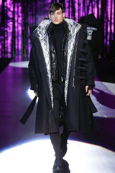 See the complete Dsquared2 Fall 2016 Menswear collection.