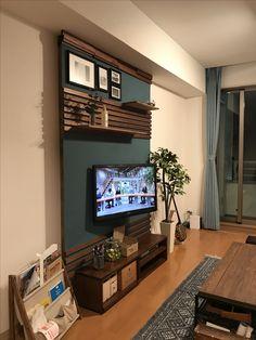 どうしてもテレビを壁にかけたかったのですが、賃貸なのでディアウォールで壁をつくりました! Accent Walls In Living Room, Living Room Colors, Tv Wall Decor, Entryway Decor, Tv Unit Bedroom, Wood Slice Crafts, Tv Unit Design, Japanese Interior, Closet Designs