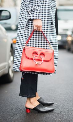 gingham trench and red bag Crystal Shoes, Crystal Ball, Red Bags, Style Snaps, One Bag, Bling, Cool Street Fashion, Trends, Fashion Pictures