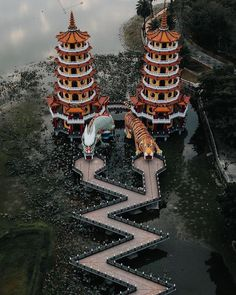Kaohsiung, Taiwan Lotus Pond's Dragon and Tiger Beautiful Places To Travel, Wonderful Places, Cool Places To Visit, Beautiful World, Places To Go, Taiwan Travel, China Travel, Asian Architecture, Beautiful Architecture