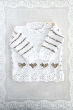 Pattern for hand knitted baby sweater Knitting For Kids, Baby Knitting Patterns, Baby Patterns, Free Knitting, Knitting Projects, Knit Baby Sweaters, Knitted Baby Clothes, Baby Knits, Just In Case