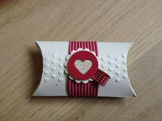 Pillowbox Stampin Up - Big Shot - Cremeweiß, Waldhimbeere Valentine Treats, Valentine Box, Valentine Day Crafts, Crafts To Make, Crafts For Kids, Stampinup, Pretty Packaging, Pillow Box, Craft Fairs
