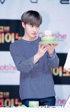 [HD포토] 엑소(EXO) 수호 파티시에가 만든 콘치밥 #topstarnews