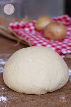 IMPASTO DI PATATE Quiche, Focaccia Recipe, Homemade Candies, Crust Recipe, Frappe, Antipasto, Creative Food, Finger Foods, Food To Make