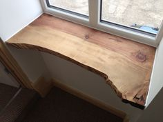 Window cills Window cills Related posts: Wrap Around Shelves with Cabinet Doors and that window seat (needs a cushion! Log Home Interiors, Wood Interiors, Style At Home, Wood Window Sill, Home Furniture, Furniture Design, Interior Decorating, Interior Design, Diy Woodworking