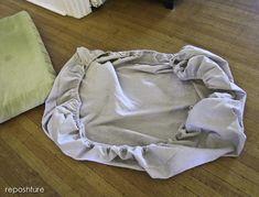 make an easy, elastic cushion cover. make an easy, elastic cushion cover. Cushion Cover Pattern, Chair Cushion Covers, Outdoor Cushion Covers, Couch Covers, Seat Covers, Pillow Covers, Outdoor Couch Cushions, Camper Cushions, Chair Cushions