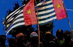 警備をすりぬけてバリのオーストラリア領事館に入ったのは、3人の西パプアの活動家たち。インドネシアによる西パプアの占領の不当性を訴えました。特に、ジャーナリストが西パプアを訪れることができるようにすること、占領当局によって長年身柄を拘束されている政治囚らを釈放することを呼びかけました。| West Papua Morning Star Flags by AK Rockefeller