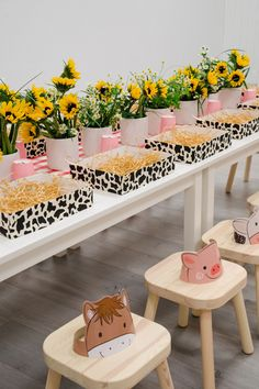 Forever Young: One of The 19 Most Creative Party Themes of 2019 for kids! Baby Girl Birthday Theme, 2nd Birthday Party For Girl, Backyard Birthday Parties, Birthday Party Themes, Birthday Ideas, Farm Animal Party, Farm Animal Birthday, Farm Birthday, Farm Party