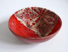 Ceramiczna miseczka w kolorze czerwonym Wymiary: średnica 15 cm wysokość 6 cm Tworzywo - Krzysia Owczarek