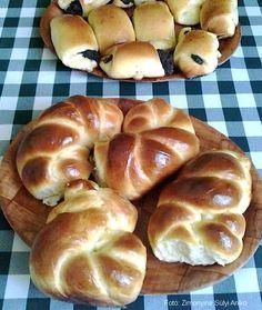 Hozzávalók:5 dkg kristálycukor, 2,5 dl tej, 2,5 dkg élesztő, 50 dkg búzaliszt (finomliszt), 1 dkg só, 5 dkg vaj, 1 tojása nyújtáshoz: egy kevés finomliszta lekenéshez: 1 tojása sütés végére: cukros víz1. A budafoki ... Bagel, Doughnut, Bread, Baking, Food, Brot, Bakken, Essen, Meals