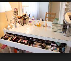 Malm dressing/make-up