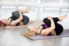 10 Easy Yoga Poses To Reduce Belly Fat: combined with other exercise and a diet to boost your body's metabolism and eliminate stubborn belly fat. Yoga Beginners, Beginner Yoga, Sciatica Exercises, Sciatica Pain, Chronic Sciatica, Stubborn Belly Fat, Reduce Belly Fat, Abdominal Inferior, Yoga Poses For Constipation