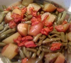 *So Delish! Southern Green Beans with New Potatoes and Bacon! We love green beans cooked just about any way, but there is nothing better than fresh green beans right out of the garden cooked with new potatoes and garnished with bacon and onion. Southern Green Beans, Southern Greens, Side Dish Recipes, Veggie Recipes, Cooking Recipes, Yummy Recipes, Bean Recipes, Cooking Tips, Dinner Recipes
