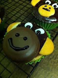 Crazy Monkey Tagalong cupcakes Cupcake Ideas, Cup Cakes, Recipe Collection, Monkey, Main Dishes, Nom Nom, Sweet Treats, Deserts, Couple