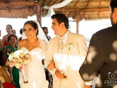 #bodasenlaplaya #beachweddings #cancunbodas #bodasdedestino #destinationwedding #partyboutiquecancun #prettyflowers #mobiliario para eventos #mobiliarioparabodas