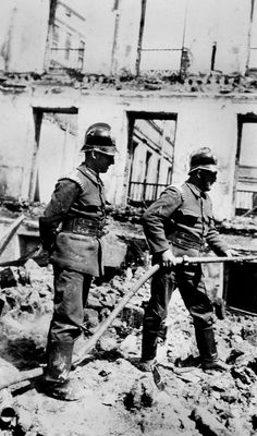 1936 Incendio tras bombardeo Avenida Pi y Maragall (Gran Vía)