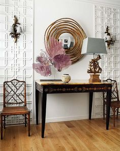 love the sea fan + table +  wall treatment + chinoiserie chairs