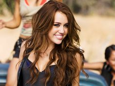 Miley Cyrus with her old hair that I used to love