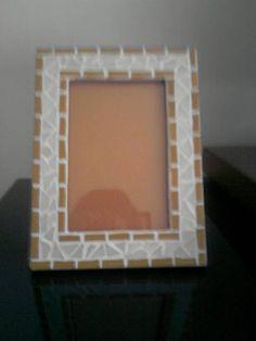 Porta-Retrato feito em Mosaico com Pastilhas de Vidro para Fotos 10x15. R$ 38,00