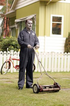 Day 13 - A Zombie Movie: FIDO, 2006. It's the colorful, glorious 1950s following the Great Zombie War, and zombies are now the controlled housepets and status-symbol servants of happy suburbanites. A funny and somewhat heartwarming dark comedy.