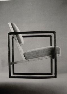 Bauhaus chair by Josef Albers Bauhaus Style, Bauhaus Design, Josef Albers, Home Furniture, Modern Furniture, Furniture Design, Furniture Outlet, Discount Furniture, Furniture Ideas