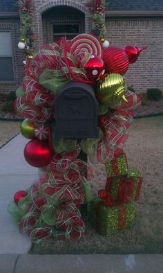decrotive christmas mailbox decrations | mailbox decor | HOLIDAY IDEAS