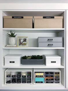 Bookshelf Organization, Office Organization At Work, Home Office Organization, Organized Office, Organize Office Supplies, Organizing, Organize Bookshelf, Organization Ideas, Office Supply Storage