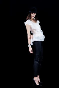 Les Precieuses collection exemplifies the craftsmanship of top European artisans, with evening wear, dresses and tops with fine embroidery and delicate fabrics. White Shirt Outfits, White Shirts, Little White, Fashion Outfits, Womens Fashion, Designer Dresses, Dresses For Work, Silk Organza, Couture