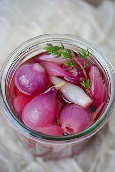 quick pickled pearl onions - www.scalingbackblog.com