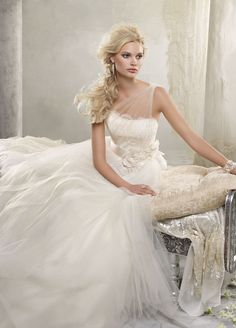ahhh the one shoulder in tulle?! LOVE