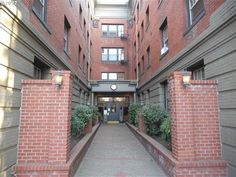 A charming 1 bed1 bath condo in the Alphabet District just 2 blocks from the popular NW 23rd area.  Great hardwood floors throughout.  Bedroom is separated from the living area with large French glass doors.  Also features a large closet and built in dresser.  The kitchen features updated apliances and a gas range.  Very cool unit for a great price