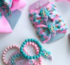 Nenhuma descrição de foto disponível. Making Hair Bows, Diy Hair Bows, Diy Bow, Diy Ribbon, Little Girl Jewelry, Kids Jewelry, Crafts For Girls, Gifts For Kids, Kids Bracelets