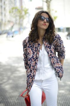 From lovely-pepa.com.. wish I could wear white trousers. Love the look!