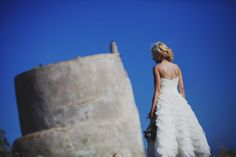 When you have two very in love people who are both so fun and at the same time so creative then you end up with an awesome wedding in Tinos! So Creative, Love People, One Shoulder Wedding Dress, Photographers, Bride, Elegant, Wedding Dresses, Fashion, Moda