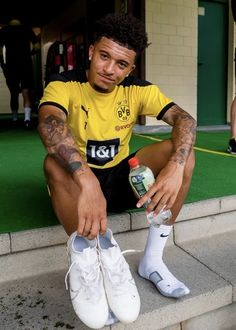 Fine Black Men, Gorgeous Black Men, Cute Black Guys, Manchester United Wallpaper, Tim Tebow, Old Trafford, Sport Socks, Cute Celebrities, Man Close