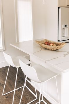 White Kitchen Stools, White Counter Stools, White Stool, White Counters, Hoppy Easter, Dining Room Chairs, Decorative Items, Kitchen Ideas, Accent Chairs